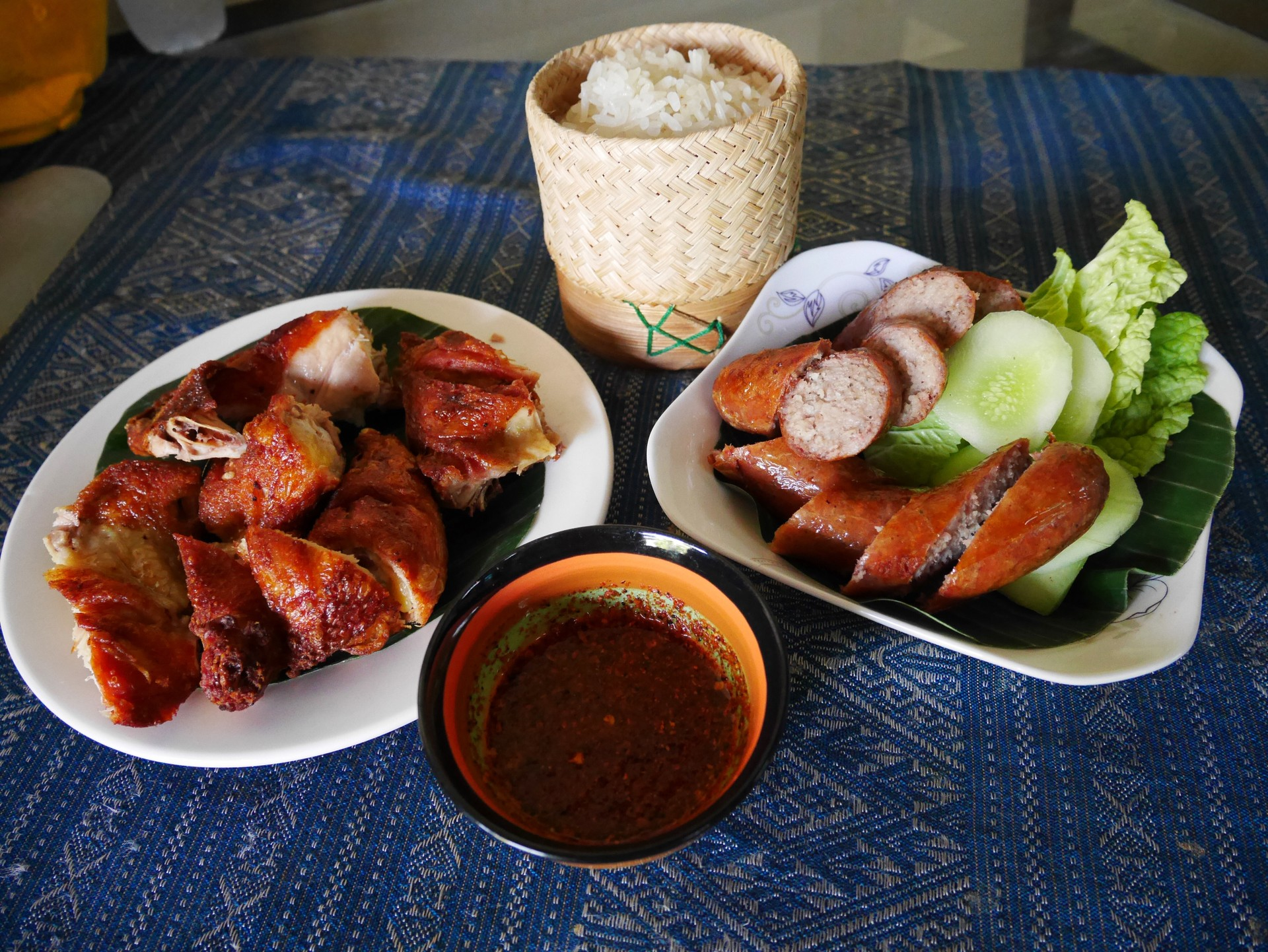 What to eat in Vientiane: Sausage, Chicken, Rice and Dip