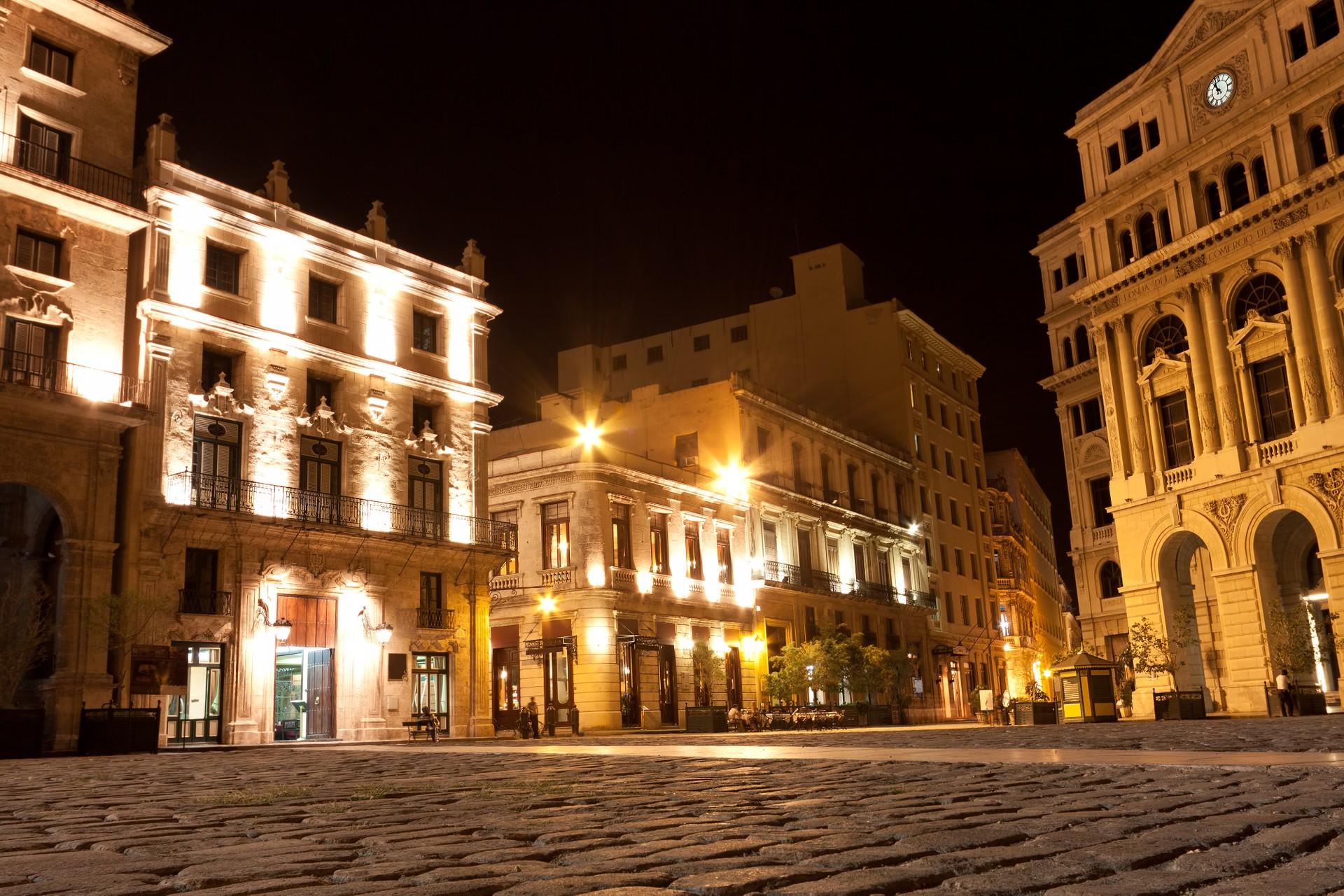 havana square at night