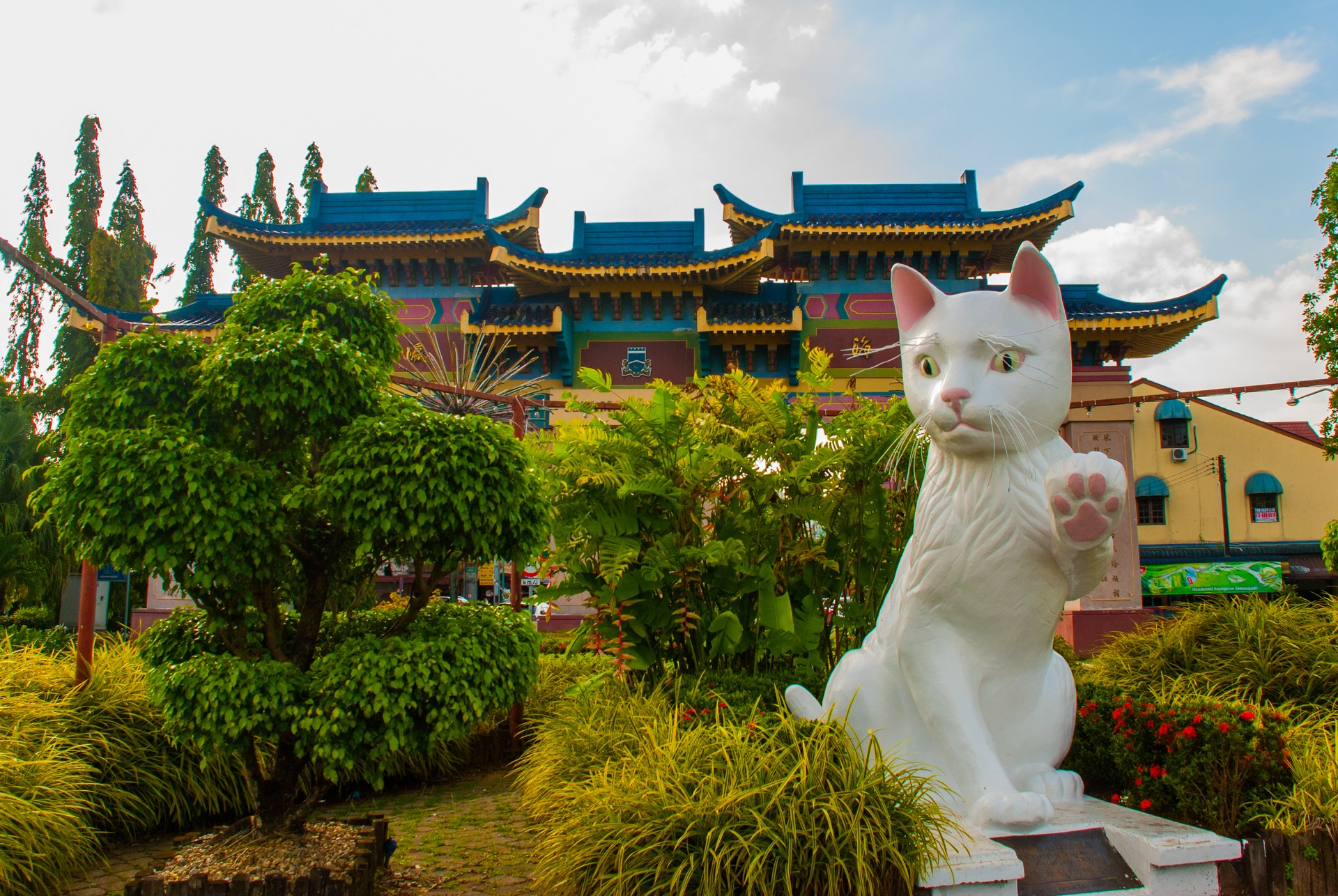 Borneo holidays: Cat statue Kuching