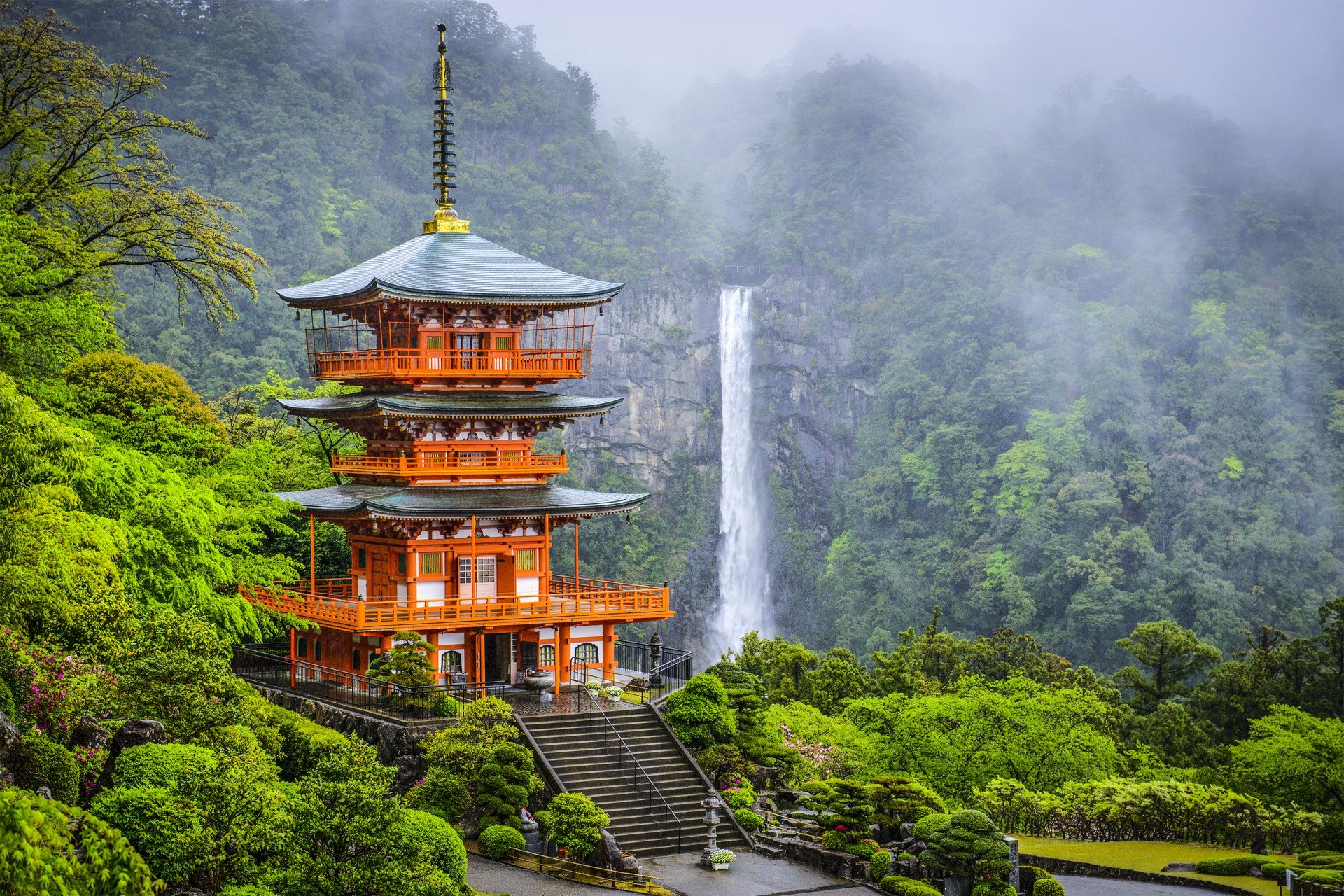 Seigantoji Pagoda and Nachi Falls Japan