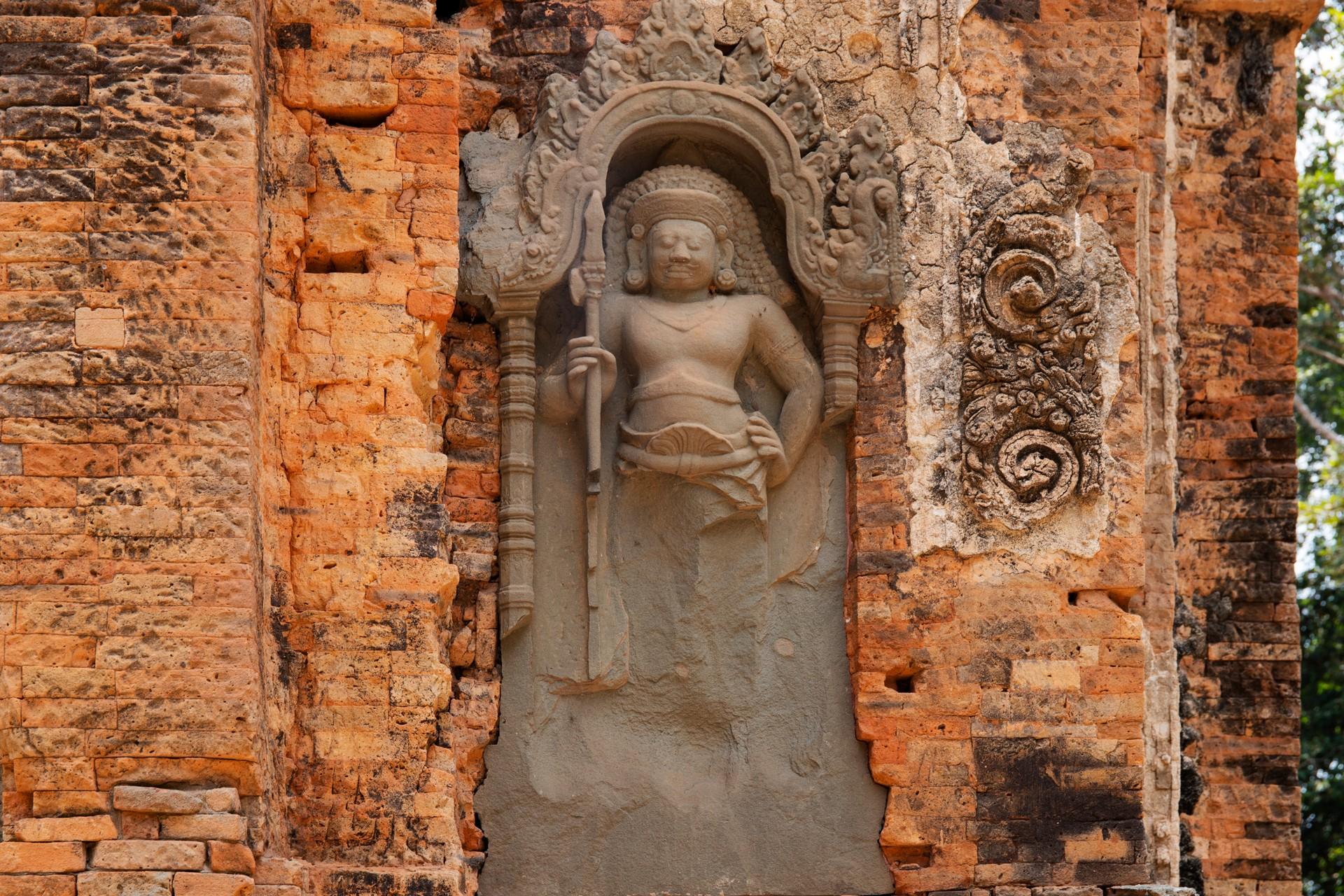 bas-relief in Roluos temples, cambodia