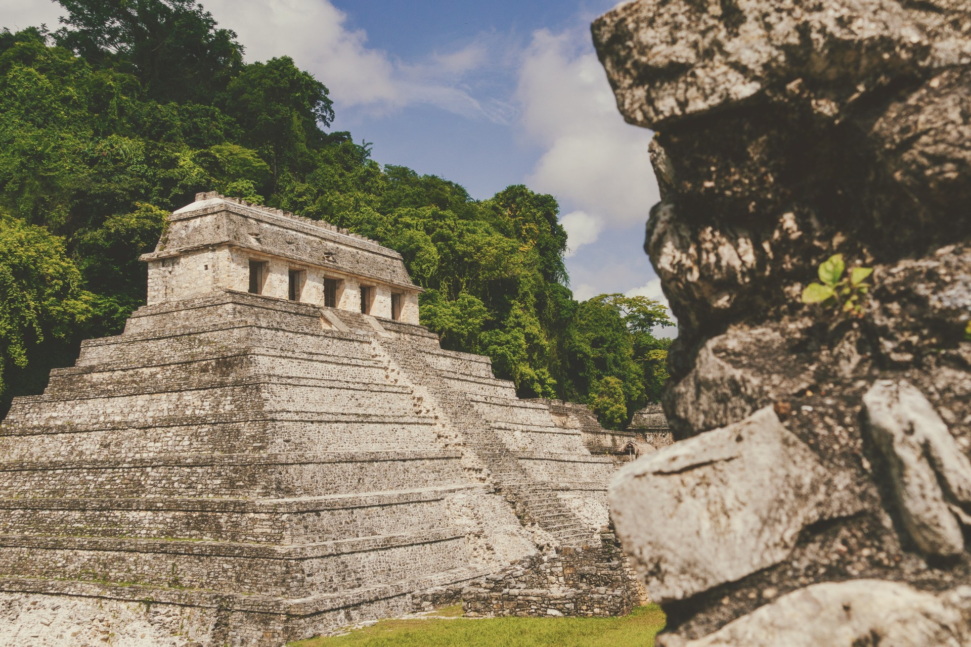 An ancient Maya temple at Mexico's Chichén Itzá archaeological site