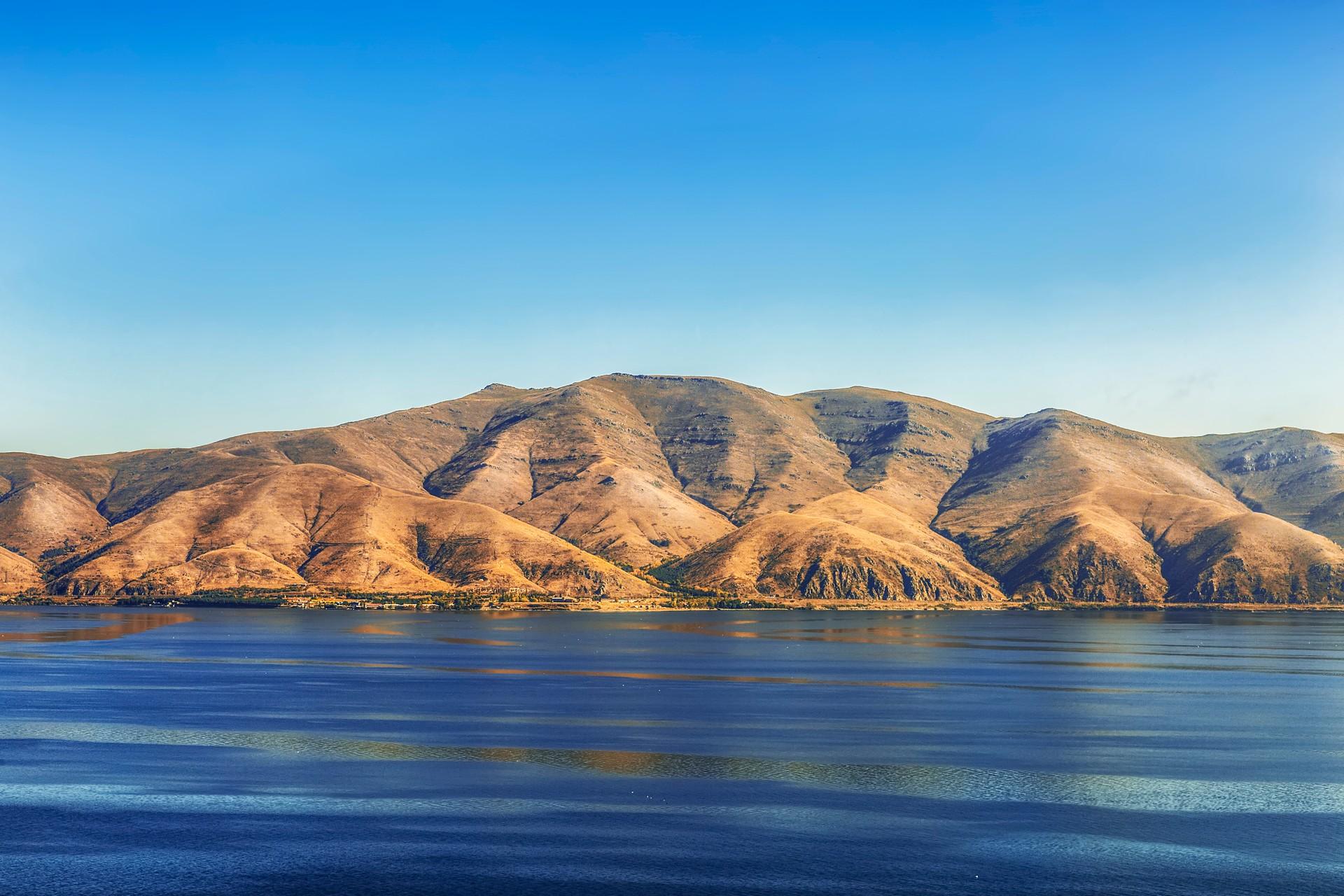 The beautiful lakes and mountains of Armenia