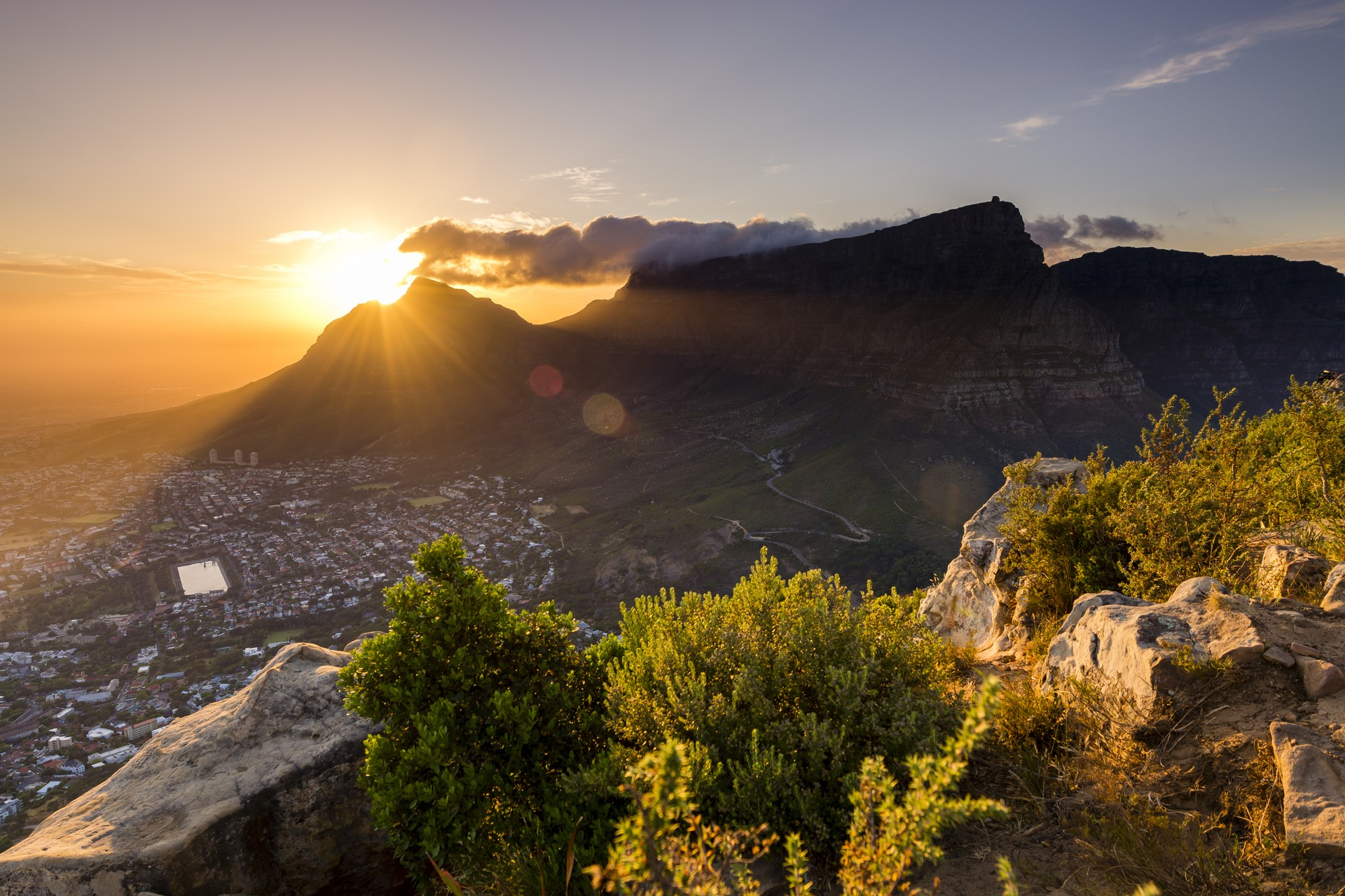 Sunrise over table mountain from lions head, Cape Town