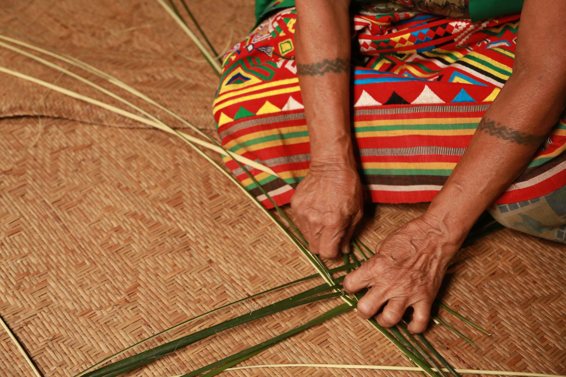 Borneo holidays - Iban people weaving