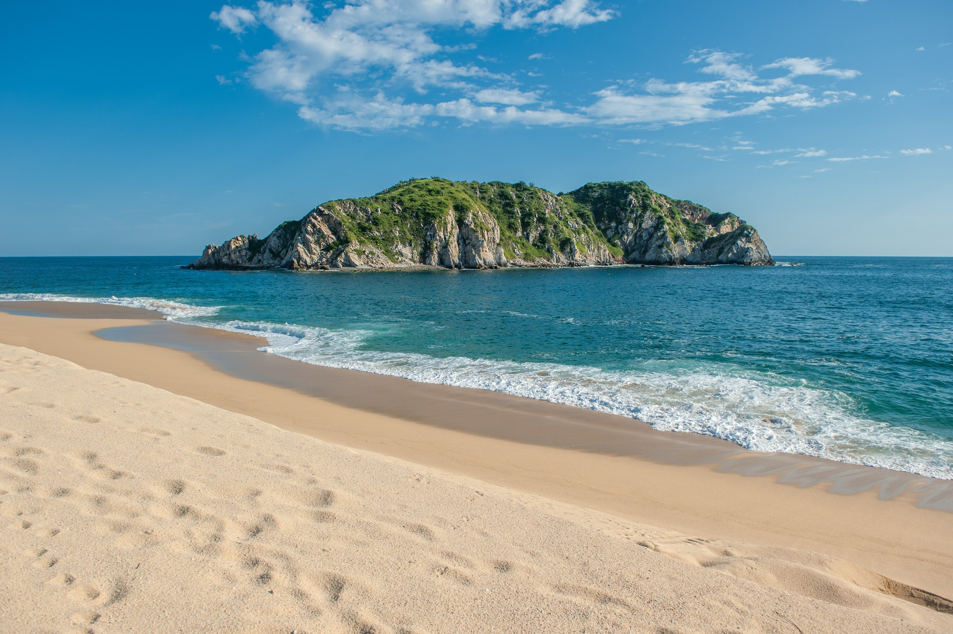The white sand and turquoise water of Huatulco Beach in Mexico