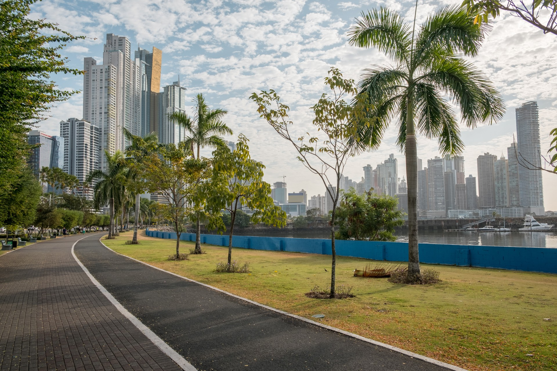 The ocean front promenade in Panama is great for cycling