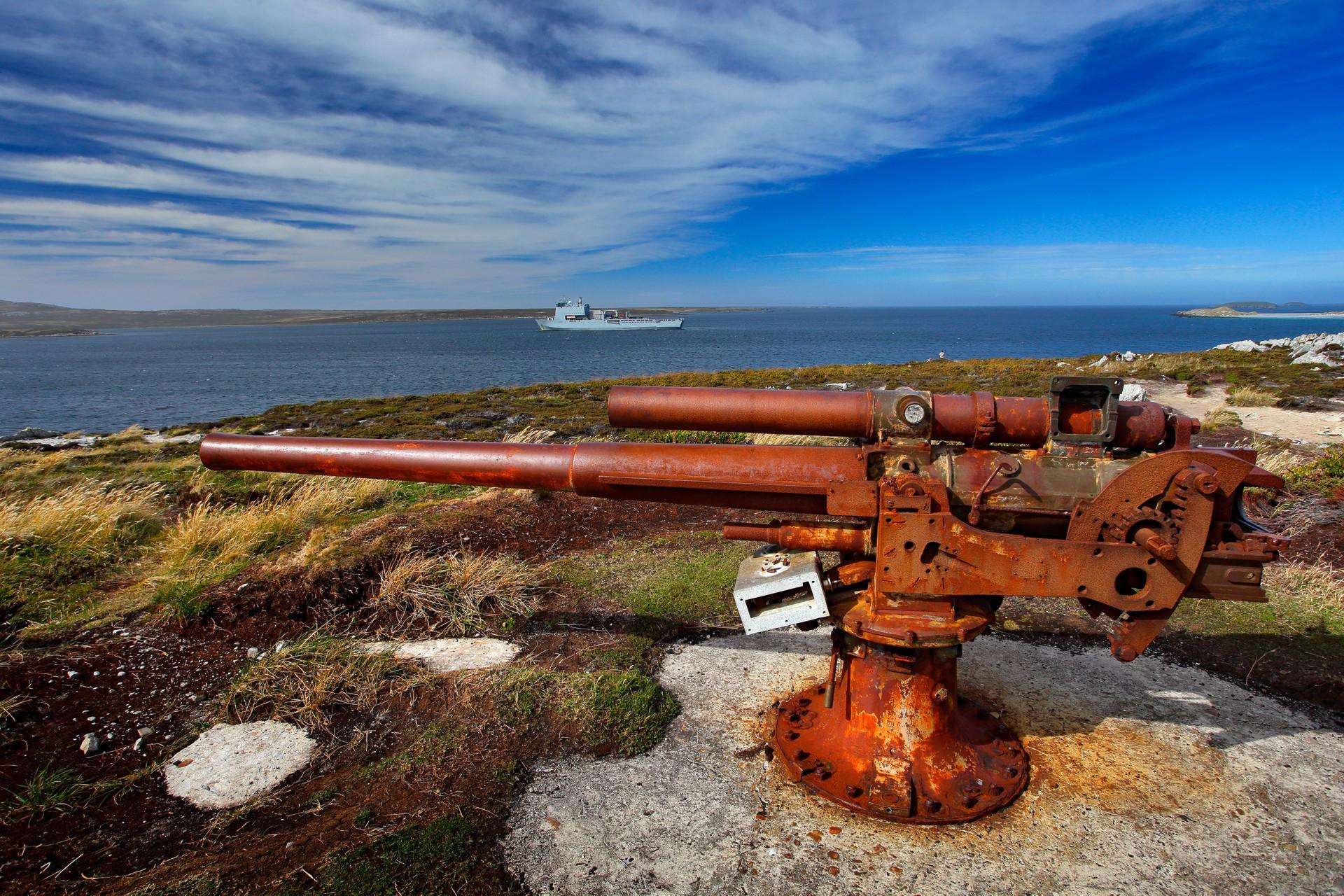 Rusting machine gun falklands