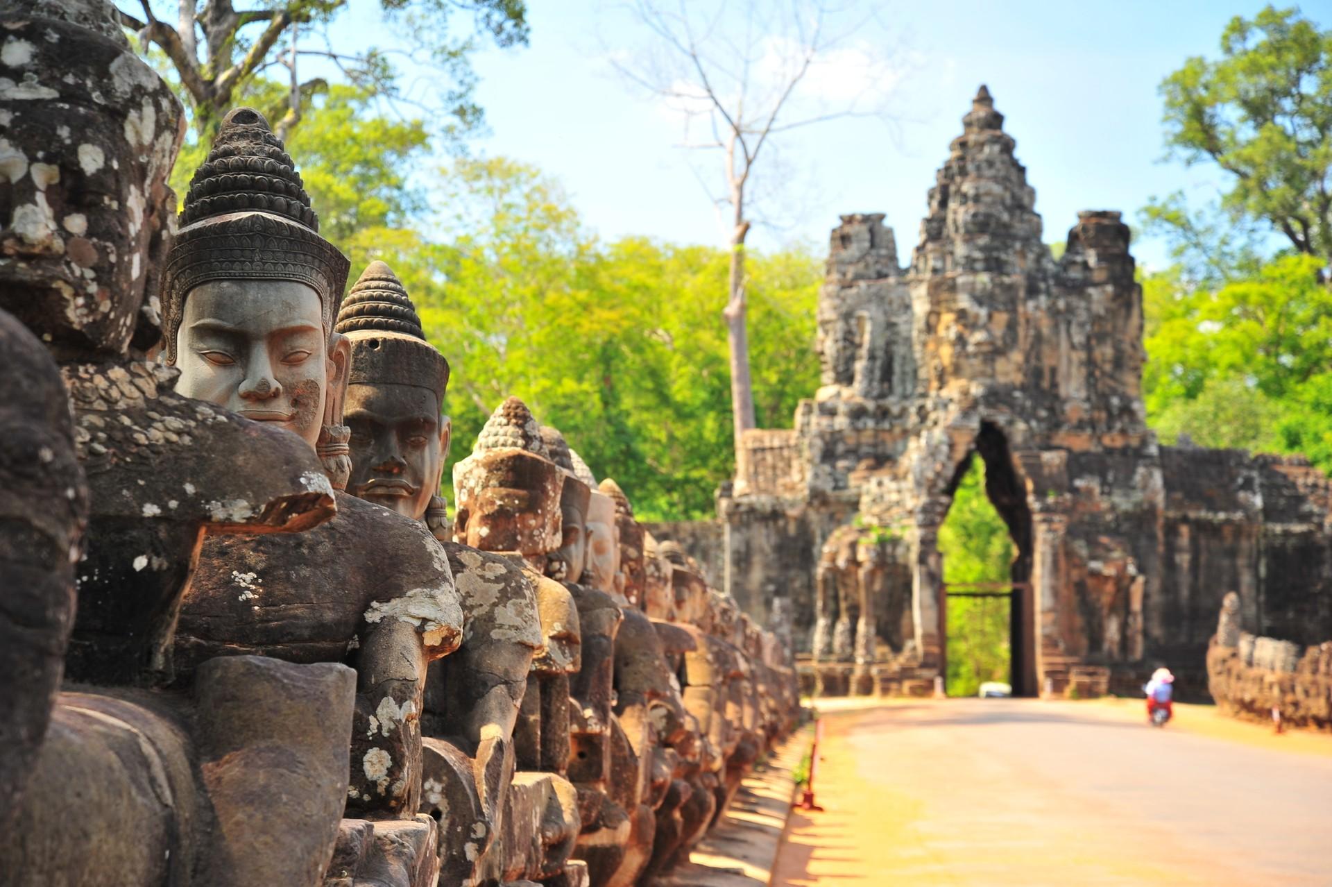 Guardian sculptures outside Angkor Thom gate