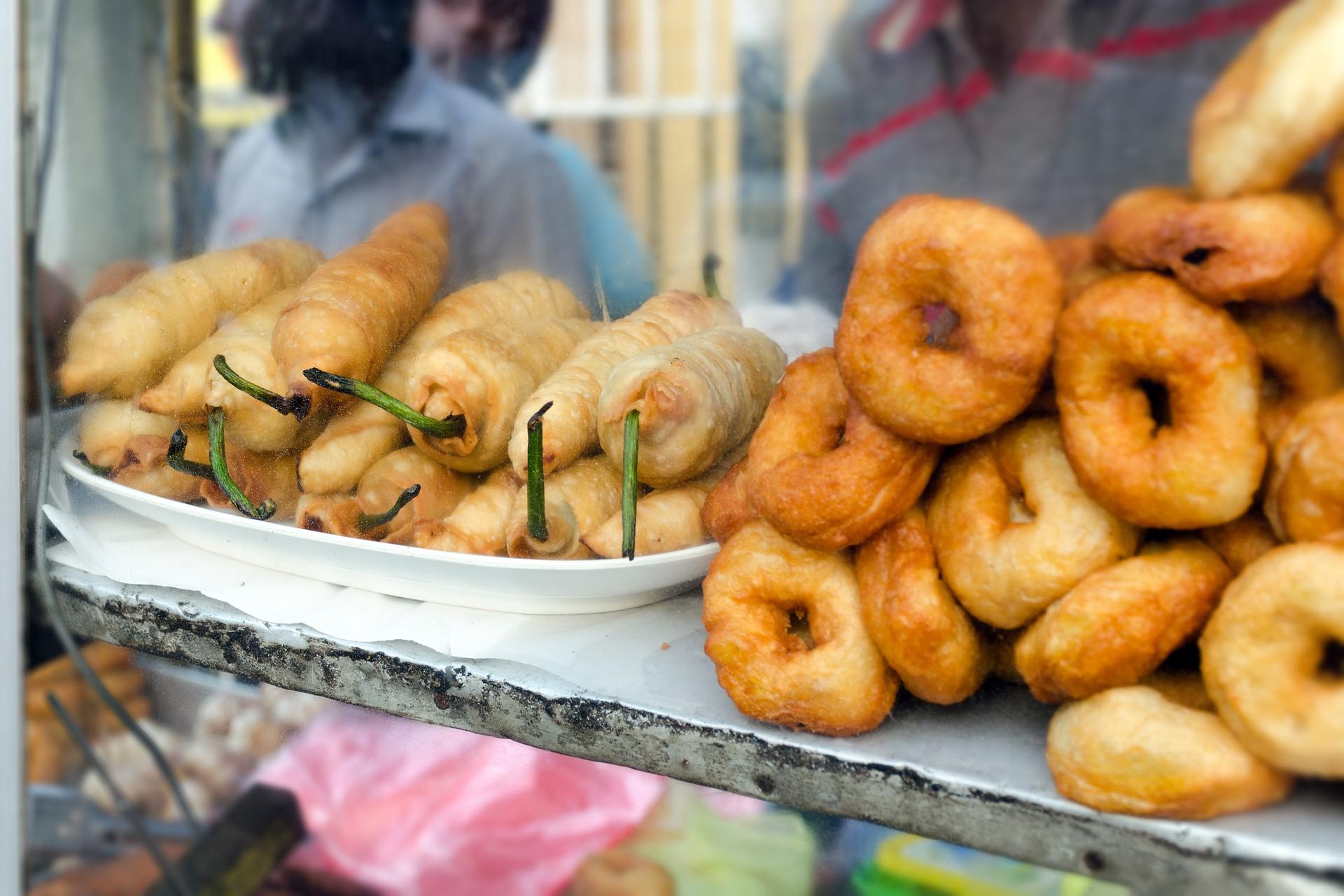Sri Lanka food tour - street food stall in Colombo