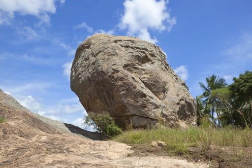 Rock formations at Paramakanda Temple