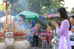 Making offerings in Vietnam