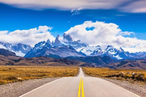 Road approaching El Chaltern Patagonia